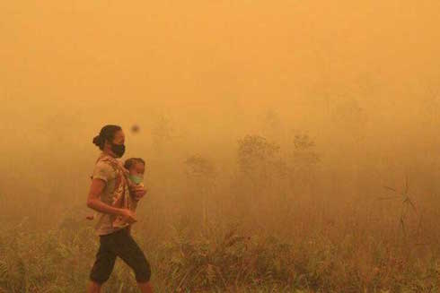 Indonesia-woman-and-child-61c21d6f734c30517d9d1fcd4420b177-