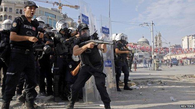 Police-storm-taksim-466dfc5751c2ce05559f4d1fe188e205-