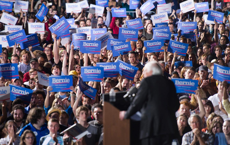 Bernie_sanders_crowd_ap_img-ee555e7924922fd039868a07faf1429e-