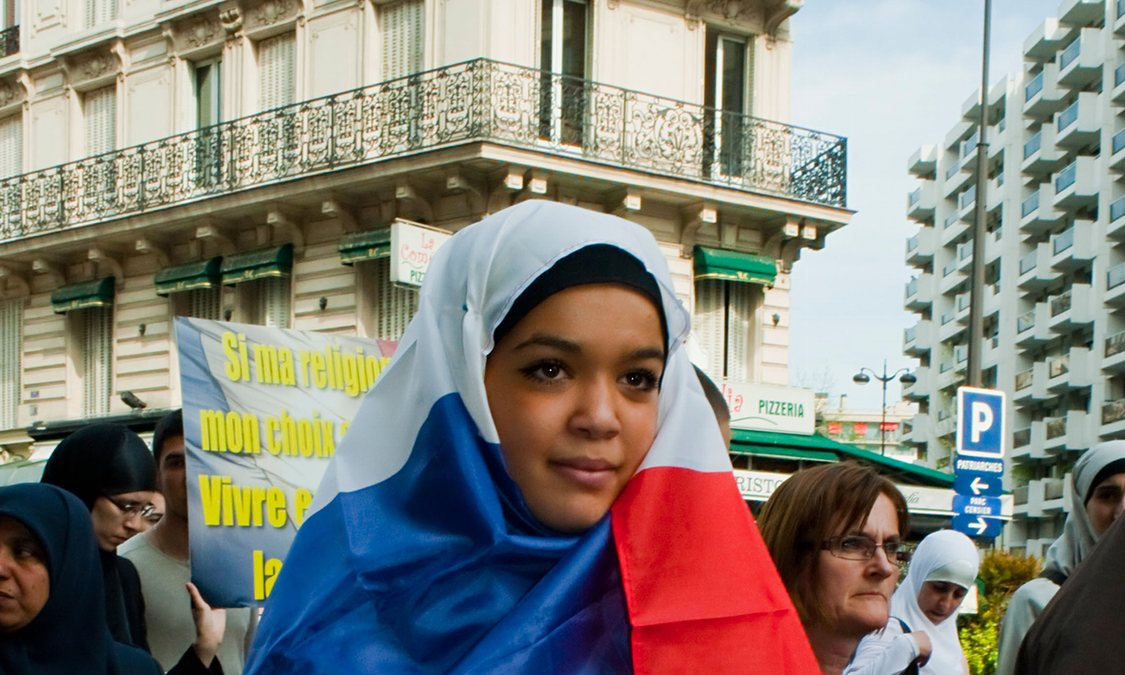 Paris-france-muslim-women-014-0c98dc91f55300268e401215859ea71a-