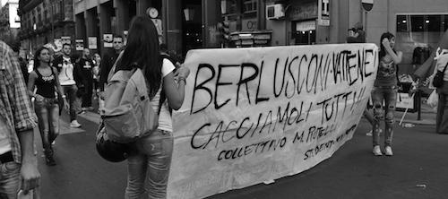 Berlusconi_protest-