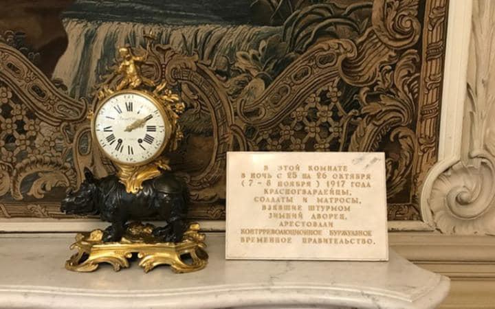 Russia-tr-pig-clock_1-large-70ebe66ba1c2575401a3b518576fecac-