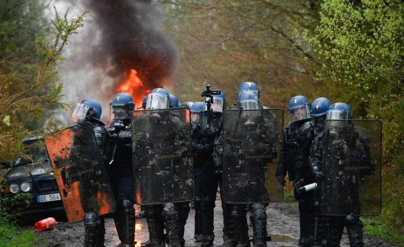 Gendarmes_zad-