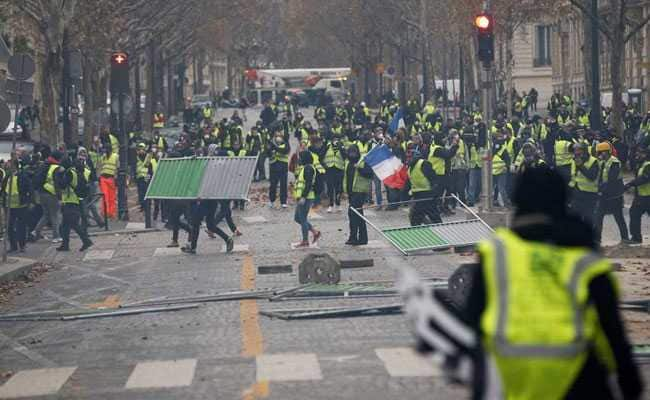 M1rmie2o_france-yellow-vest-protests_reuters_625x300_02_december_18-