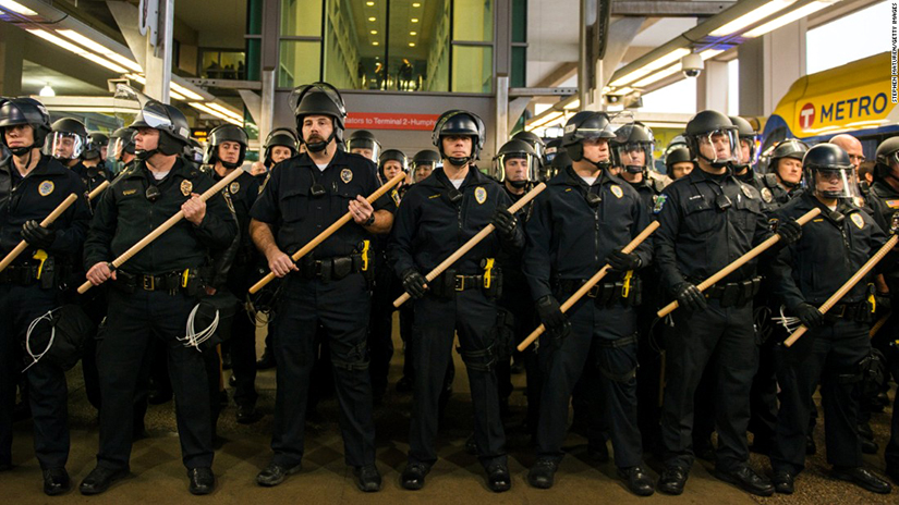 Cops_at_minneapolis-airport-black-lives-matter-